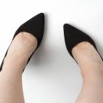 葬儀の靴やパンプスは黒なら何でもいい?マナーは足下から